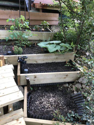 【DIY】斜面ガーデンを素敵に!その1~レイズベッドを作ろう~